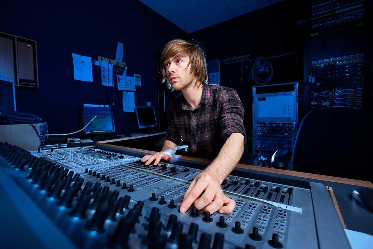 5-tips-que-te-ayudarán-a-elegir-productor-musical